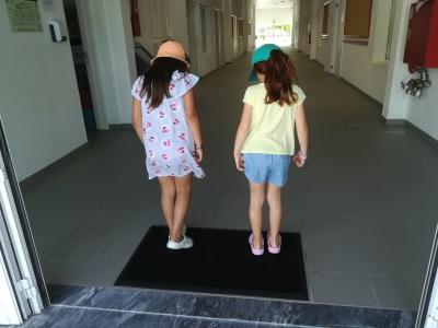 Município de Alcácer do Sal entregou tapetes desinfetantes para uso no ensino pré-escolar no concelho