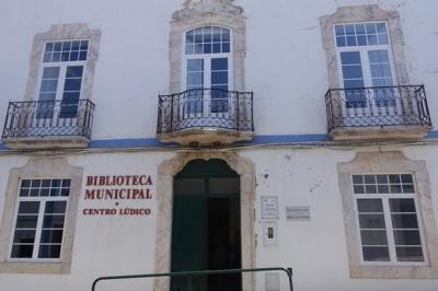 Biblioteca Municipal de Redondo recebe exposição bibliográfica de Fiódor Dostoiévski