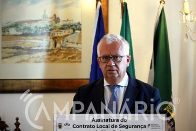 """""""As fronteiras com Espanha estão abertas, mas só se pode entrar em Portugal para trabalhar, estudar ou ir a um serviço de saúde"""" diz Eduardo Cabrita (c/som)"""