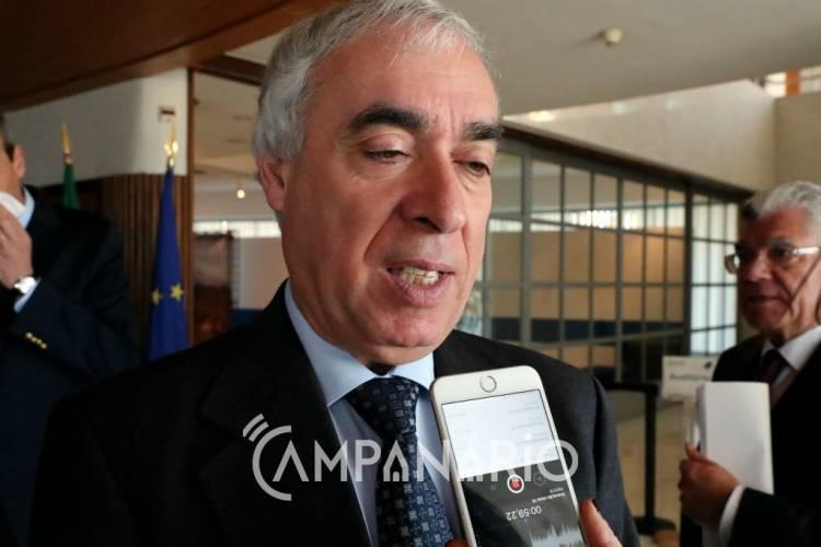 """Carlos Pinto de Sá diz que """"pais da Escola de S. Mamede têm razão"""" e queixa-se da falta de empreiteiros (c/som)"""