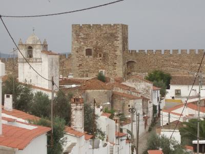 ÚLTIMA HORA: Pessoa cai das muralhas do castelo de Terena, concelho de Alandroal