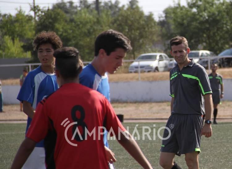 """Com """"quatro árbitros nos escalões nacionais"""", arbitragem da Zona dos Mármores está """"muito bem"""", diz Jorge Roque (c/som e fotos)"""