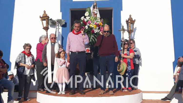 Sousel: Dezenas de fiéis acompanharam o regresso de N. Sra. do Carmo à igreja na Serra de São Miguel (c/fotos)