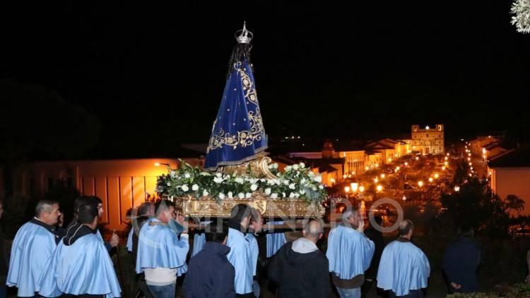 Vila Viçosa: Centenas de fiéis participaram na procissão das velas, em véspera do dia da Padroeira de Portugal(c/fotos)