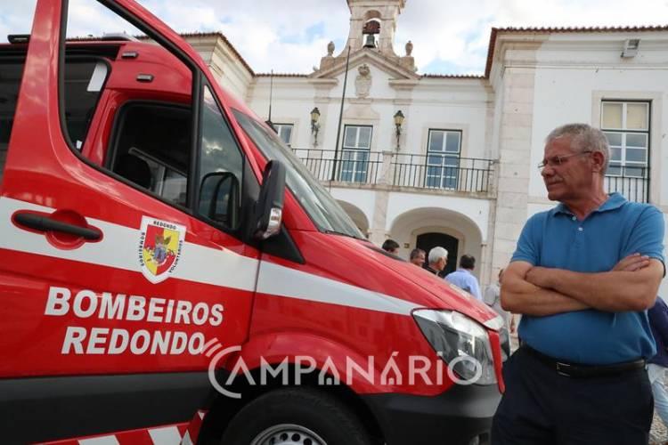 """Redondo: Câmara doa ambulância a Bombeiros porque sem investimento """"não é possível uma boa prestação de serviço"""", diz António Recto (c/som e fotos)"""
