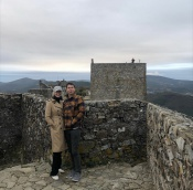 O ator norte-americano, Jerry O'Connell e a esposa, Rebecca Romijn, estiveram hoje em Marvão na Feira da Castanha