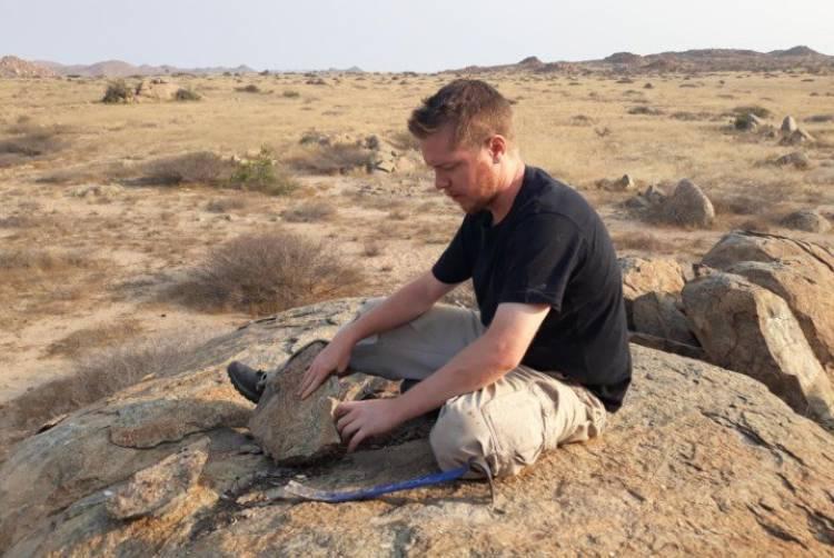 Investigador eborense descobre nova espécie de sapo em Angola