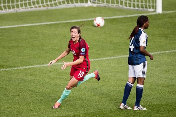 """Para a história """"estamos todas e vamos ficar todas"""", afirma atleta alentejana, autora do primeiro golo da Seleção Nacional numa fase final (c/som)"""