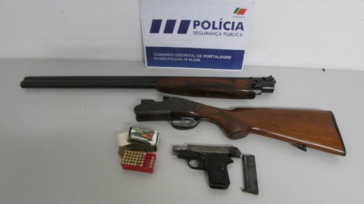 PSP detém dois indivíduos em Elvas com armamento furtado no centro do país