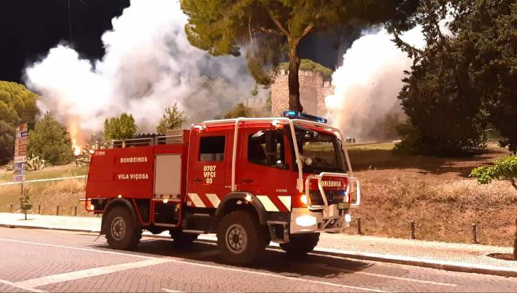 Bombeiros de Vila Viçosa a caminho do grande incêndio em Vila de Rei
