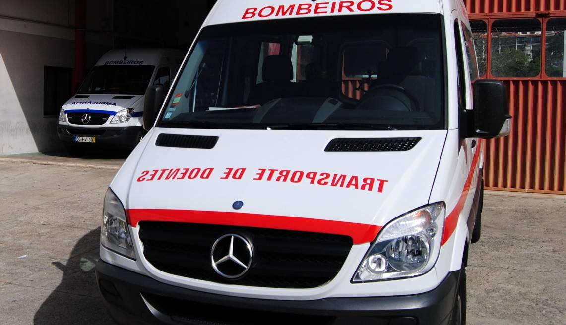 Condutor de ambulância morre após choque com camião