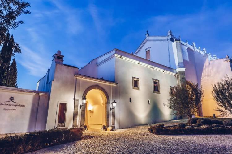 Convento do Espinheiro é dos melhores hotéis  da Península Ibérica