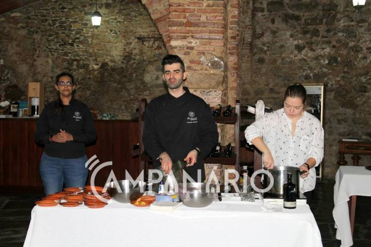 """Receitas alentejanas com um """"toque de chefe"""" apresentadas em show cooking em Redondo, diz Presidente do Município (c/som e fotos)"""