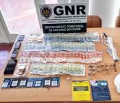 Jovem de 25 anos detido em flagrante por tráfico de droga