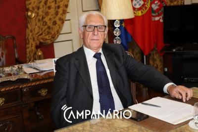 """Presidente Rondão de Almeida """"trava"""" concurso em marcha para admissão de 30 pessoas para a Câmara Municipal de Elvas!(c/som)"""