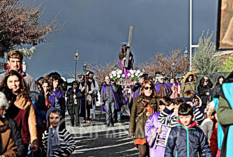 Dezenas de pessoas reviveram o caminho do Calvário em procissão no Alandroal (c/fotos)