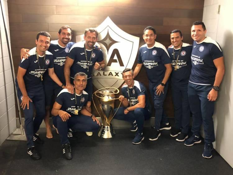 Bejense Pedro Caixinha faz história no México ao vencer Supertaça