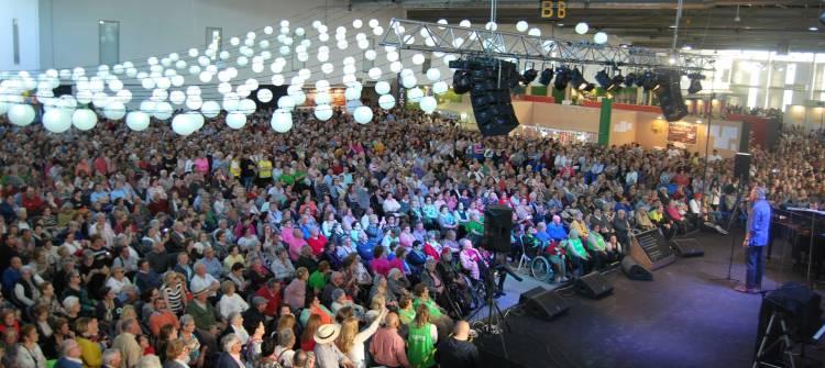 Milhares de pessoas de toda a Extremadura e de Portugal na XXII Feria de los Mayores de Extremadura (c/fotos)