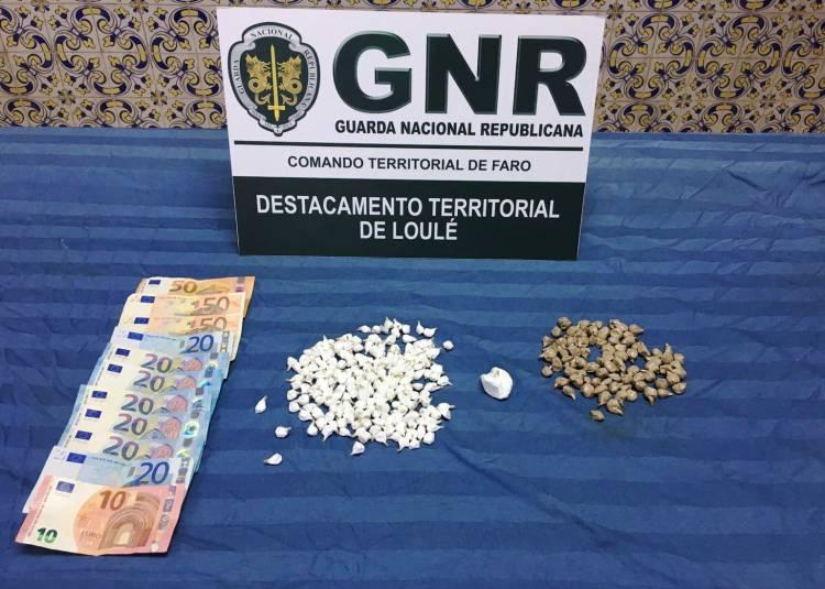 GNR detém homem por tráfico de estupefacientes e apreende mais de mil doses no Baixo Alentejo