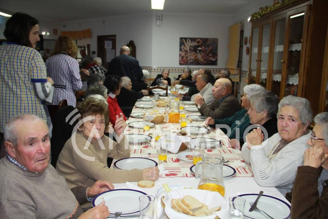 """Terrugem: ABAT realiza Festa de Natal com """"os miminhos e o carinho que os idosos merecem"""", diz presidente da associação (c/som e fotos)"""