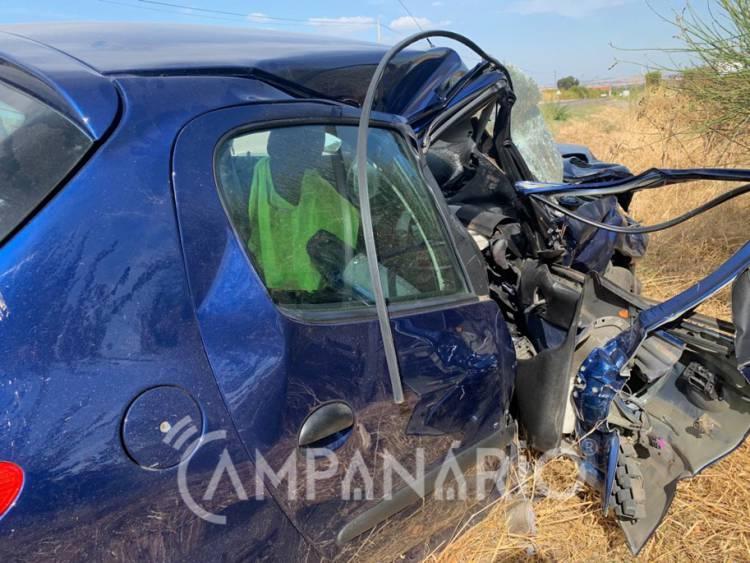 Homem com cerca de 70 anos e mulher de 45 ficam em estado grave após violento acidente à saída de Borba. Veja as fotos