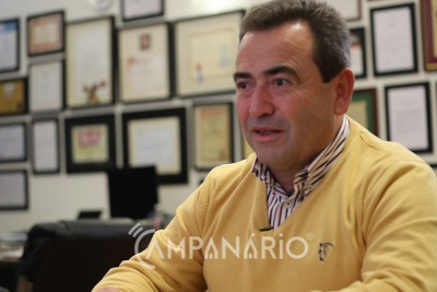 Presidente da Câmara de Reguengos de Monsaraz tomou vacina para a Covid-19 não pertencendo a grupo prioritário