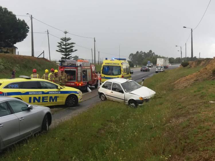 Colisão entre pesado e ligeiro provoca um ferido grave na Estrada Nacional 4