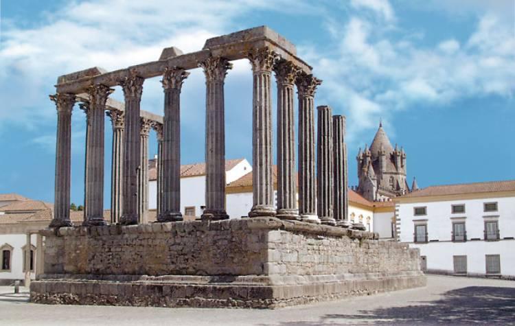 """Templo Romano de Évora alvo de uma """"intervenção urgente"""""""