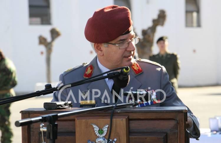 """Exército precisa de """"medidas multidimensionais"""" para combater falta de voluntariado a sul do país, diz comandante das Forças Terrestres (c/som)"""