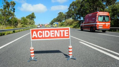 Colisão entre viatura ligeira de mercadorias e moto perto de  Vila Viçosa, provoca dois feridos