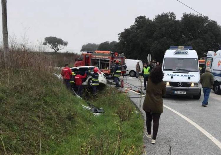Aparatoso despiste faz 2 feridos entre Évora e Montemor-o-Novo