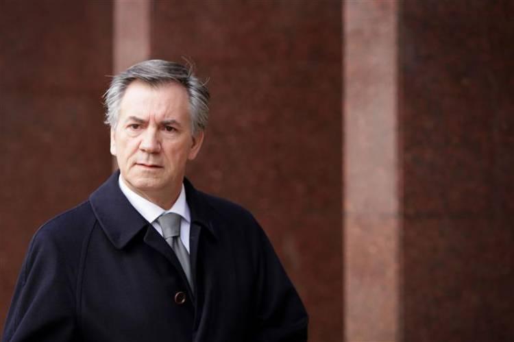 Ex-ministro Armando Vara entrega-se na cadeia de Évora