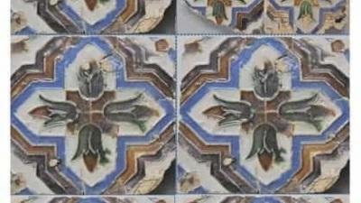 Azulejaria hispano-árabe exposta na Cripta Arqueológica de Alcácer do Sal