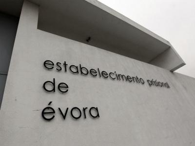 Presos com direito a 3 chamadas no Natal na Prisão de Évora só souberam em janeiro