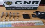 Sines: GNR deteve, em flagrante delito, homem de 32 anos por tráfico e apreendeu mais de 800 doses de droga