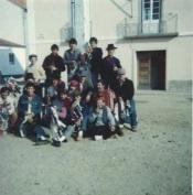 """Jovens, da Freguesia de Cabeção, Concelho de Mora, de 18/19 anos cumpriam a tradição das """"Sortes""""."""