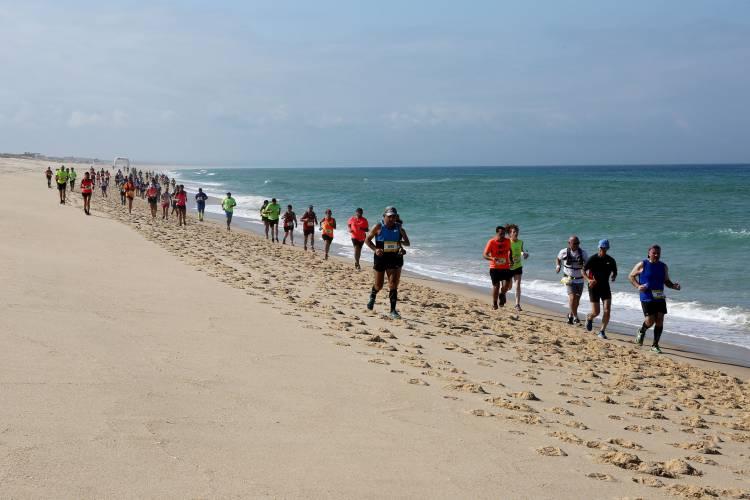 Litoral alentejano recebe cerca de 500 atletas de 16 países na Ultra Maratona Atlântica Melides-Tróia este domingo