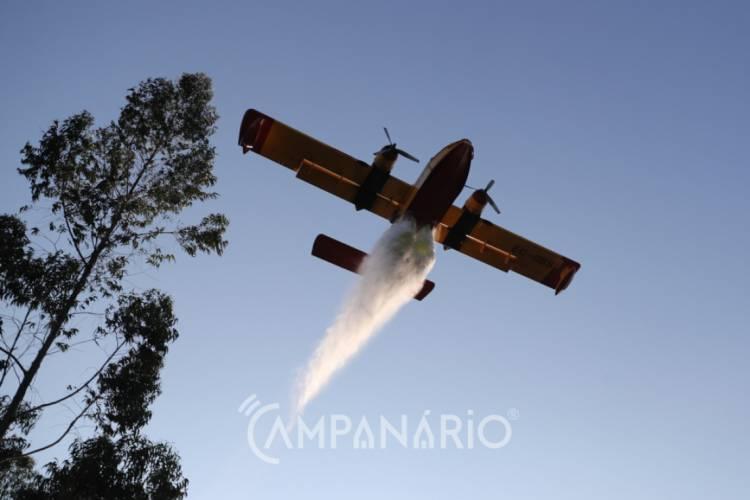Incêndio junto ao Parque Natural do Vale do Guadiana mobiliza 2 meios aéreos
