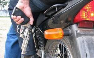 Individuo de mota dispara 4 tiros e deixa condutor de ligeiro gravemente ferido em Badajoz