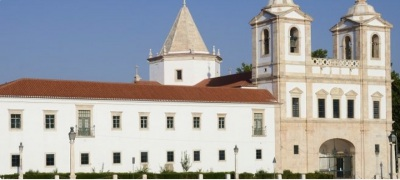 A Arq. de Évora,colocou 25 quartos do Seminário Maior à disposição de profissionais de saúde, disponibilizando os restante para idosos e utentes de IPSS