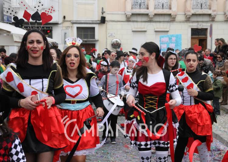 Cerca de 700 foliões desfilaram no Carnaval de Redondo (c/som e fotos)