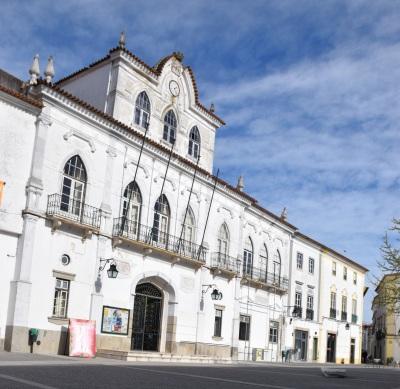 Município de Évora aprova as Saudações ao 25 de Abril e 1º de Maio