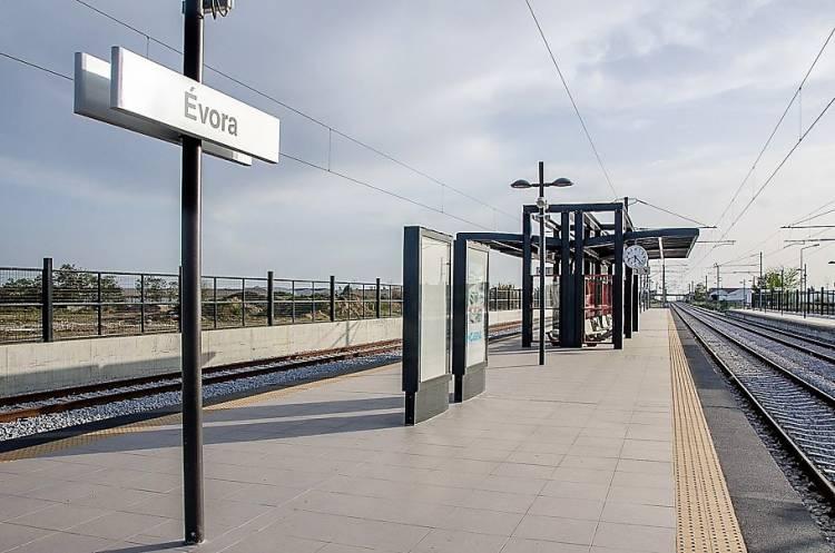 """""""Qualquer que seja o atravessamento"""" a linha férrea em Évora """"afetará sempre alguém e terá sempre impacto no território"""", diz Carlos Pinto de Sá (c/som)"""