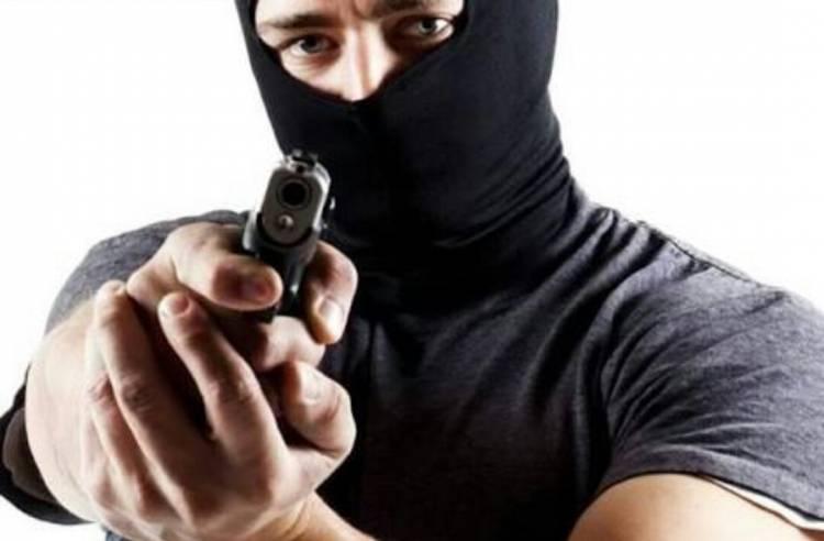 Comerciante de 67 anos violentamente agredido e roubado por gang em Sines