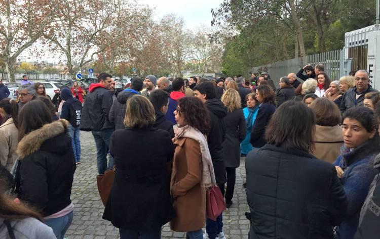 Professores e funcionários fecham escola em Évora por falta de condições