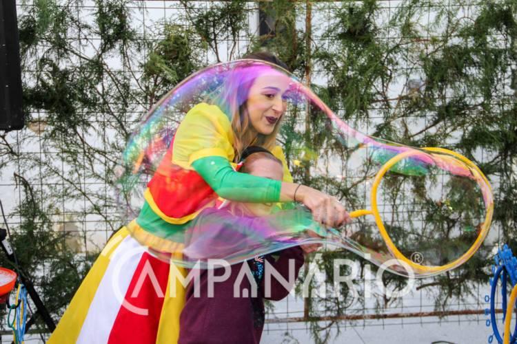 Espetáculo de animação da Feira de Natal no Alandroal convida crianças a rebentar a bolha (c/fotos)