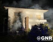 GNR salva idoso de incêndio em habitação.