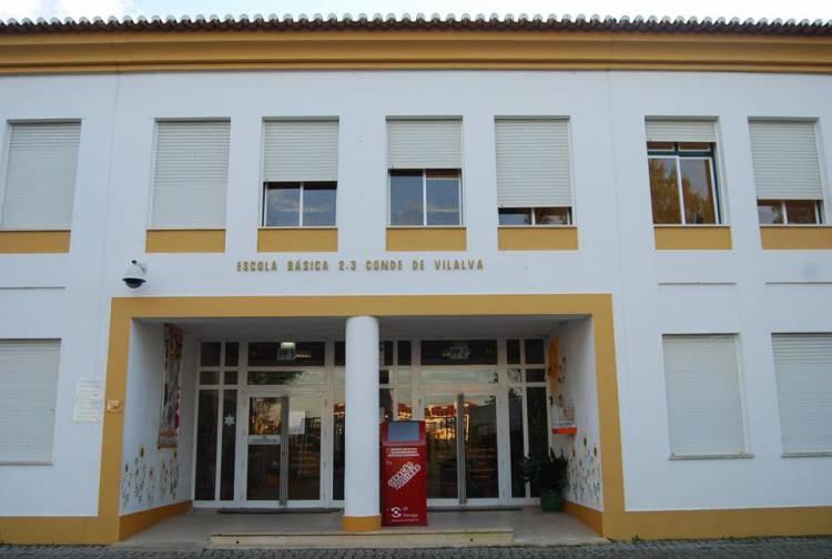 """3 escolas fechadas em Évora por """"questões políticas, quando em primeiro lugar deviam estar as crianças"""", diz pres. da Associação de Pais (c/som)"""