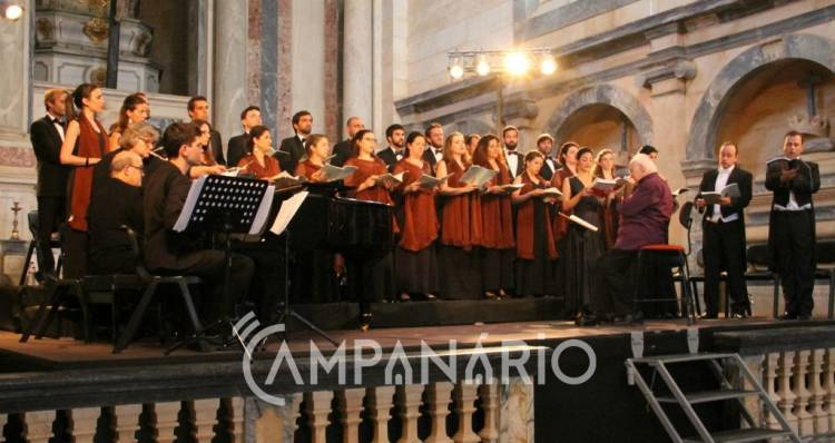 """Panteão dos Duques de Bragança abriu portas para """"concerto de craveira absolutamente internacional"""" com o Coro Gulbenkian, diz Maria de Jesus Monge (c/som e fotos)"""