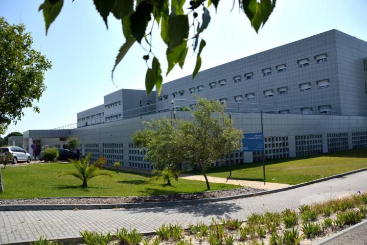 Trabalhador sofre queda no Hospital do Litoral Alentejano e fica em estado grave
